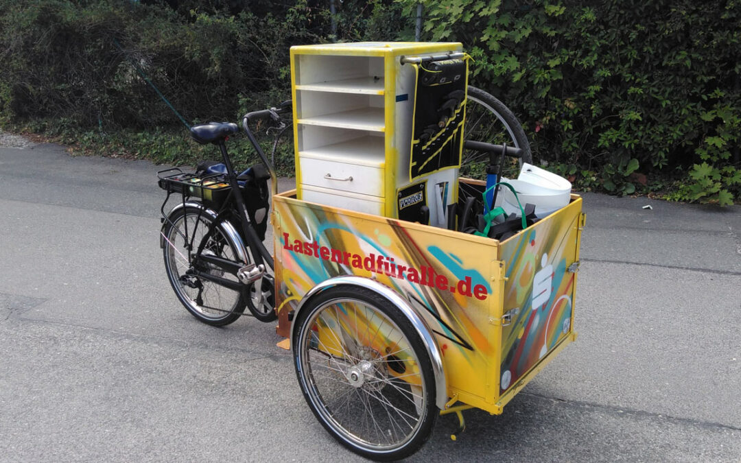 KLARA hilft der BikeKitchen beim Transport