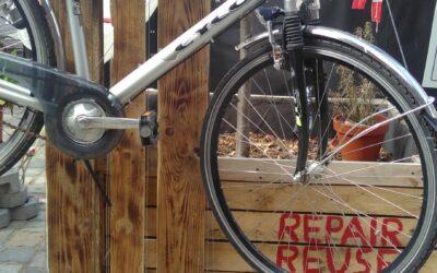 Fahrrad-Reparatur-Station aufgestellt